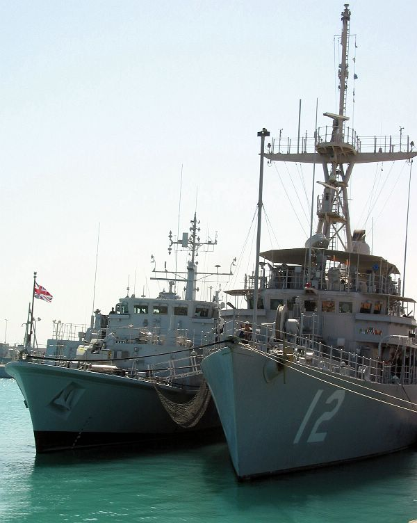 From left, British mine countermeasures ship HMS Sandown (M 110) and U.S. Navy mine countermeasures ship USS Ardent (MCM 12) stand together in the waters of the North Arabian Sea